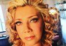 Cynthia Klitbo, es peluquera en casa