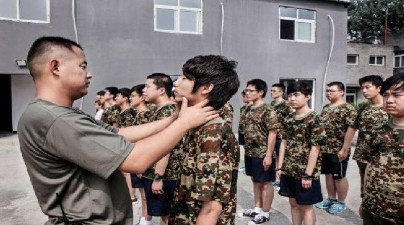 """En China se buscan """"Machos"""" para educar a los niños"""
